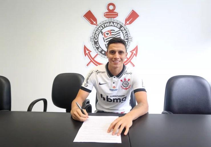 Gustavo Mantuan assina contrato com o Corinthians até 2025 — Foto: Rodrigo Coca / Ag.Corinthians