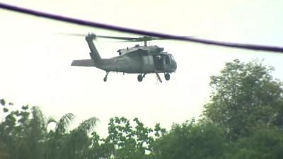 Helicóptero da FAB sobrevoou local para localizar vítimas — Foto: Reprodução/Rede Amazônica