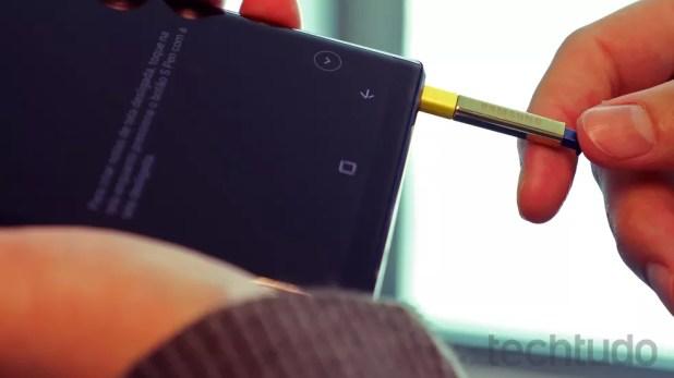 S Pen funciona como controle remoto no Note 9 (Foto: Bruno De Blasi/TechTudo)