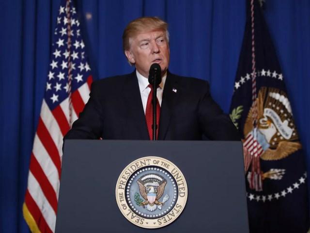 Trump anuncia sua decisão de atacar a base aérea síria (Foto: Alex Brandon/AP)