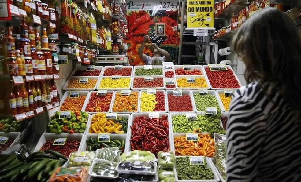 Preço dos alimentos influenciou alta do IPCA em dezembro e em 2016, segundo o IBGE. (Foto: Toru Hanai/Reuters)