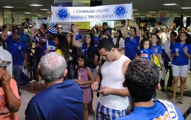Torcida Cruzeiro Salvador (Foto: Léo Simonini)