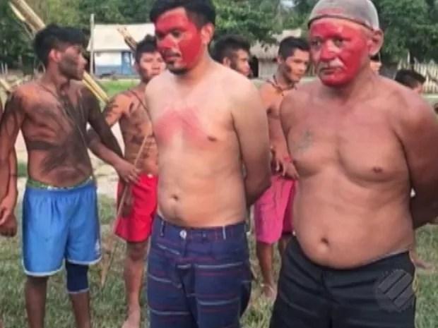 Índios Munduruku fazem engenheiro e operários reféns em aldeia no Pará (Foto: Reprodução/TV Liberal)