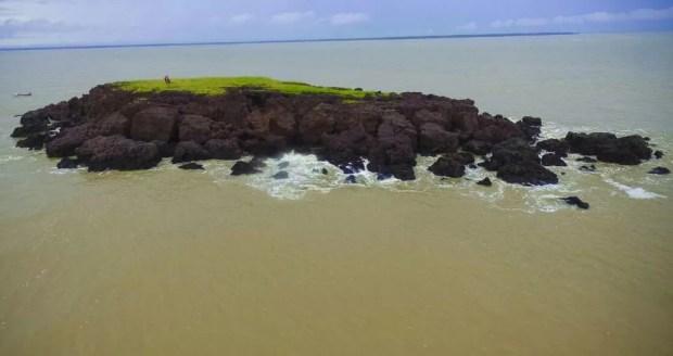 Pedra do Gurupi tem 160 metros e é tema do imaginário dos pescadores viseuenses em várias lendas, mitos e fantasias. (Foto: Fabio Soares/ Divulgação Prefeitura de Viseu)