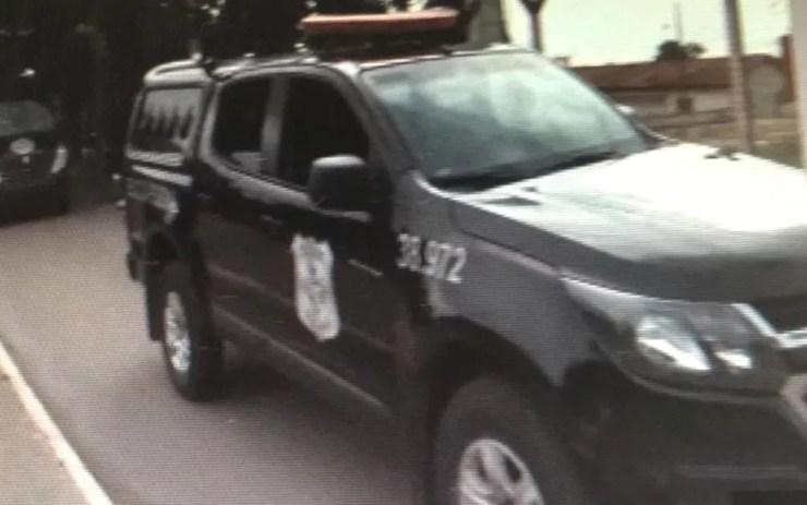 João de Deus é retirado de presídio e levado em comboio até a sede do Ministério Público de Goiás, em Goiânia — Foto: Reprodução/ TV Anhanguera