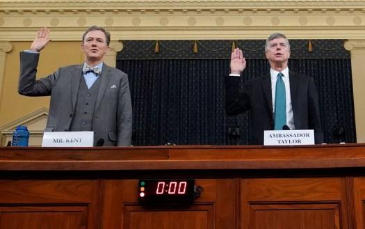 Além de Taylor, George Kent, vice-secretário-assistente de Estado e responsável por supervisionar a política externa americana com a Ucrânia, também depôs na quarta-feira — Foto: Reuters/Joshua Roberts/Pool