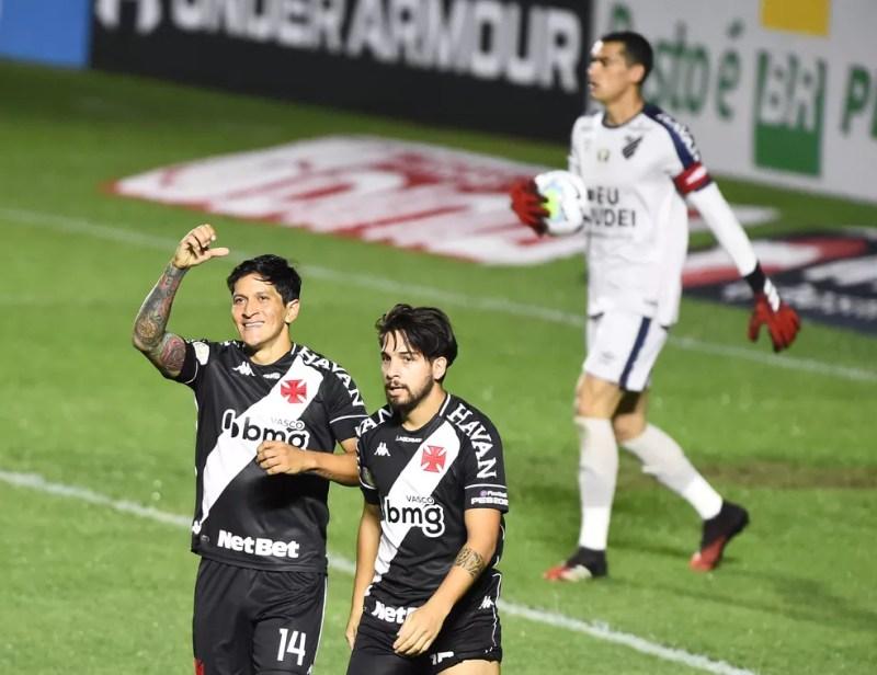 Cano e Benítez - Vasco x Athletico — Foto: André Durão