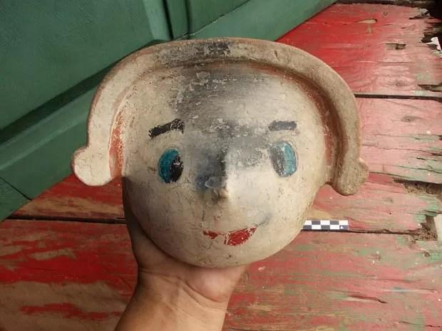Peça de cerâmica alterada por moradores ocais foi encontrada em área de sítio arqueológico em Tefé, no Amazonas. (Foto: Divulgação/Instituto Mamirauá)