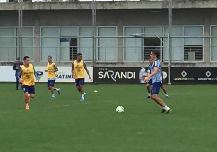 Geromel em treino do Grêmio — Foto: Fernando Becker/RBS TV