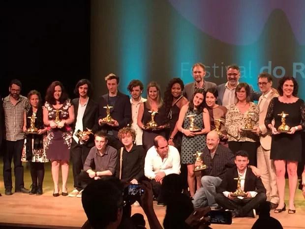 Premiados posaram para foto após anúncio de todos os vencedores da 17ª Edição do Festival do Rio (Foto: Marcelo Elizardo / G1)