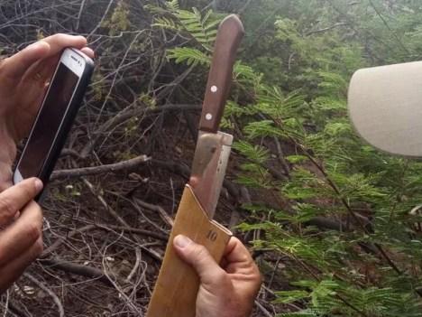 PM apreendeu faca utilizada no crime em Tabira (Foto: Divulgação/Polícia Militar)