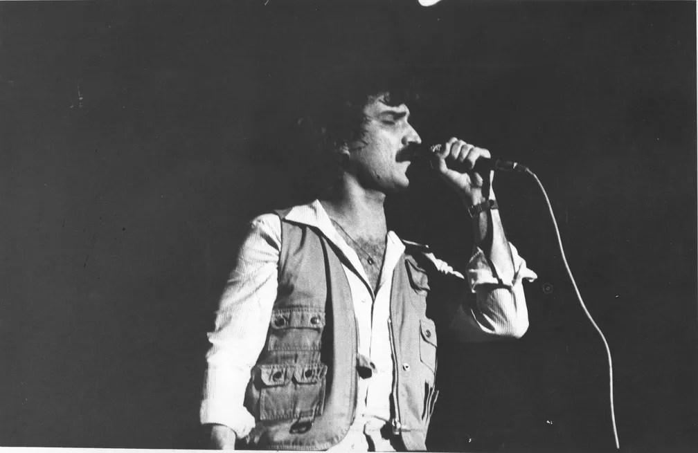 Belchior durante show em São Paulo em 1979 (Foto: Benedito Salgado/Estadão Conteúdo)