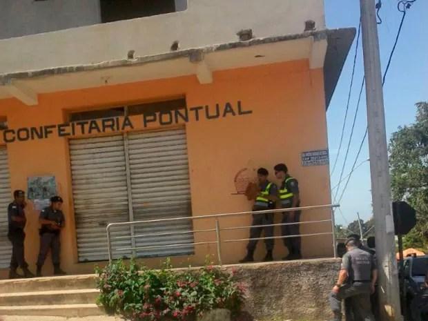 Criminoso faz reféns dentro de pararia em Guarapari (Foto: Foto Leitor/ A Gazeta)
