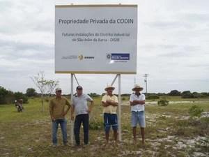 Irmãos da família Toledo dizem que terras foram desapropriadas pela CODIN e que não receberam pagamento por elas; LLX afirma que depositou em juízo desde 17/5/2013 o valor de R$ 742 mil (Foto: Isabela Marinho/G1)
