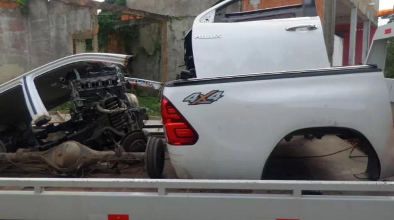 Também foram encontradas várias peças no local (Foto: Divulgação/Polícia Militar)