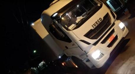 carreta roubada na BA é recuperada no Sertão de PE (Foto: Divulgação/ CIPM)