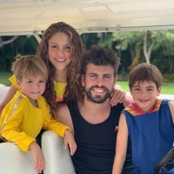 Shakira, husband Gerard Piqué and children Sasha and Milan (Photo: Instagram)