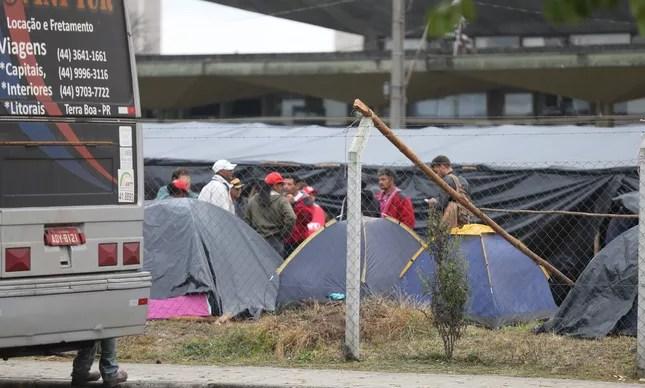 Apoiadores de Lula acampam em Curitiba