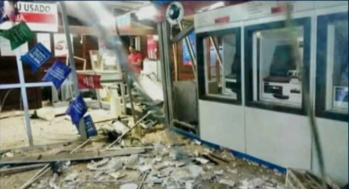 Agência do Banco do Brasil ficou completamente destruída após ataque dos bandidos em Bacabal — Foto: Reprodução/TV Mirante