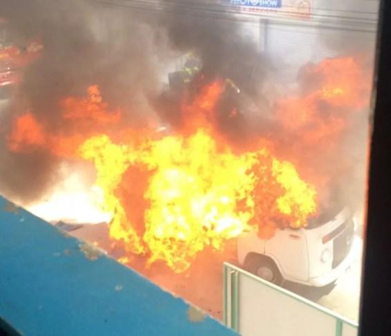 Incêndio pode ter sido provocado após uma pane na Kombi  (Foto: Elton Alves Sá/Arquivo pessoal)