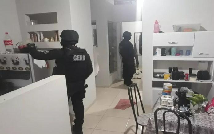 A polícia fez buscas em casas da região de Simão Dias — Foto: SSP/Divulgação
