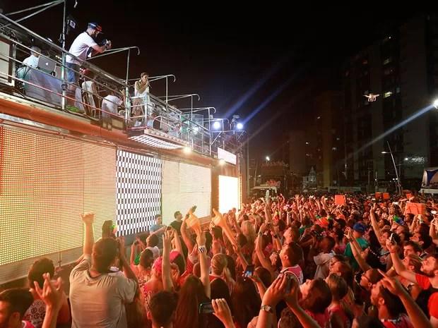 Multidão acompanha trio de Claudia Leitte no carnaval de Salvador (Foto: Mauro Zaniboni /Ag Haack)