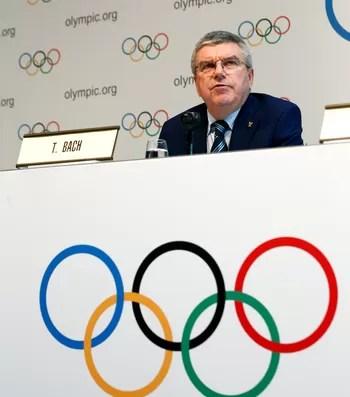Thomas Bach, presidente do COI, em coletiva em Lausanne, Suíça (Foto: Reuters)