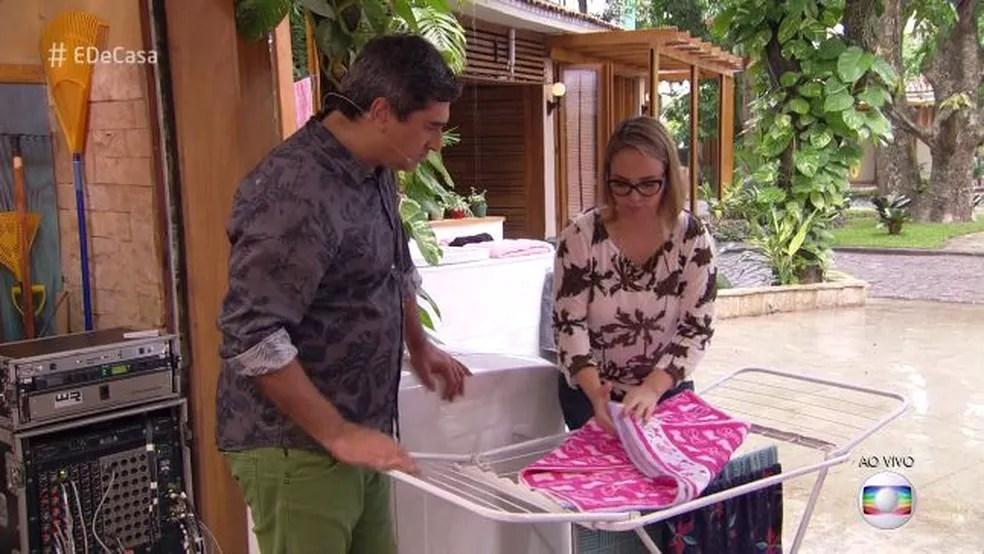 Dobre a toalha desta forma (Foto: TV Globo)