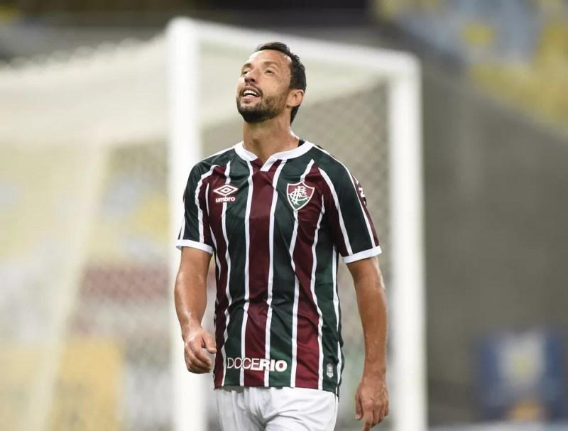 """Nenê estava """"pistola"""" com a postura defensiva do time no 1º tempo — Foto: André Durão / ge"""
