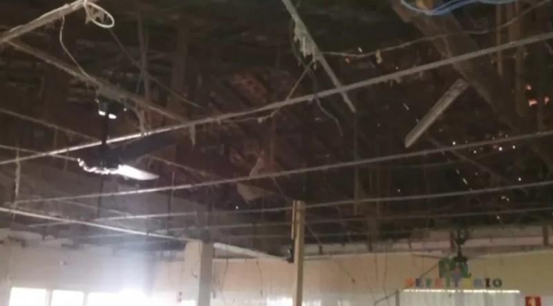 Refeitório de creche em Birigui não tem forro e local foi interditado — Foto: Reprodução/TV TEM