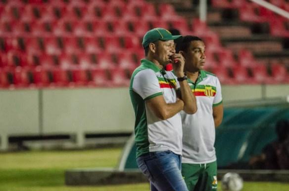 Marcinho Guerreiro lamenta derrota diante do CSA — Foto: Elias Auê/Sampaio