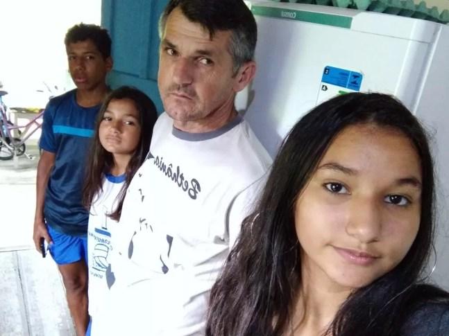Família Wielgosz sobrevive com ajuda de cestas básicas e doações — Foto: Arquivo pessoal/Edemilson Wielgosz