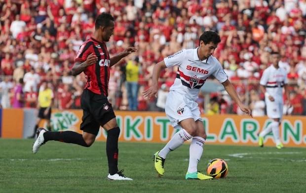 Ganso - Atlético-PR 3 x 0 São Paulo (Foto: Rubens Chiri/saopaulofc.net)