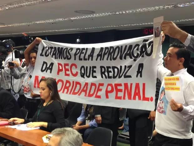 A sessão da CCJ teve também a participação de manifestantes favoráveis à PEC (Foto: Renan Ramalho/G1)