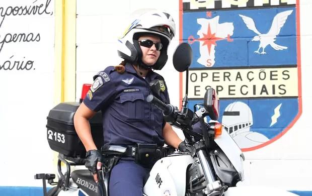 Daniela Lopes, da Guarda Civil Metropolitana de São Paulo, trabalha fazendo rondas e escoltas (Foto: Rafael Miotto / G1)
