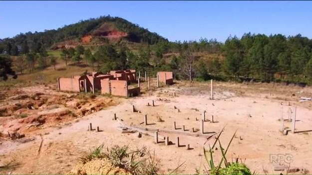 Conforme a decisão, o governo pagou quantias milionárias por obras em escolas que mal saíram do chão — Foto: RPC/Reprodução