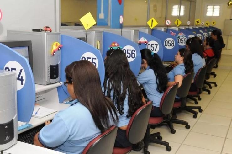 Setor de telemarketing tem vagas de emprego abertas  (Foto: G1)