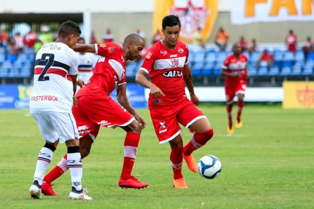 Rafael Bastos está deixando o CRB (Foto: Aílton Cruz / Gazeta de Alagoas)