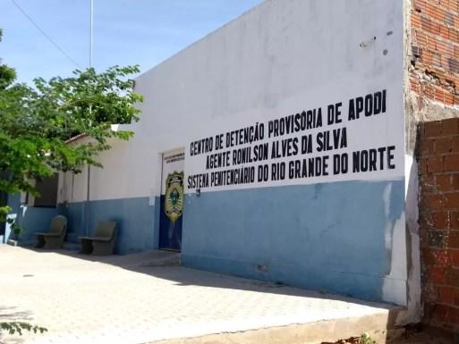 Após ser preso, Laíre foi encaminhado para a Cadeia Pública de Mossoró. À noite, no entanto, foi transferido para o Centro de Detenção Provisória de Apodi, também na região Oeste (Foto: Ivanúcia Lopes/Inter TV Costa Branca)