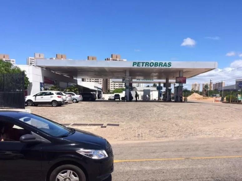 Confronto aconteceu durante tentativa de assalto a posto de combustíveis no bairro de Neópolis, Zona Sul de Natal (Foto: Ítalo Di Lucena/Inter TV Cabugi )