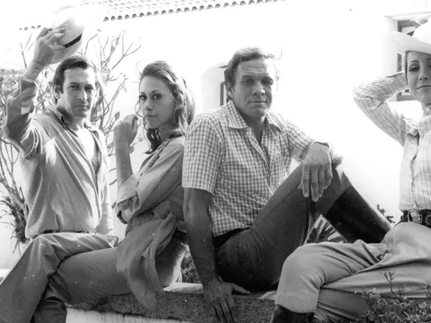 Na novela Verão Vermelho, Paulo Goulart está com Dina Sfat, Jardel Filho e Arlete Salles