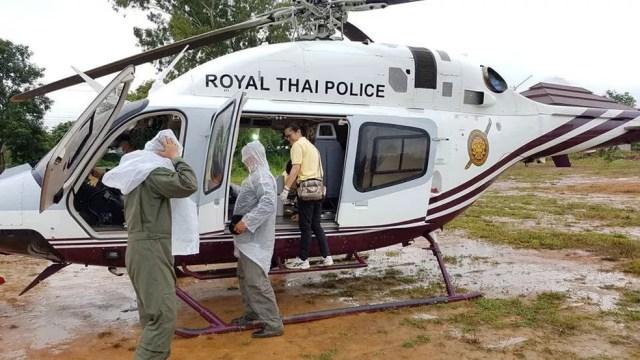 Equipes de resgate se preparam para levar crianças resgatadas em caverna na Tailândia para hospital   (Foto: Facebook/Police Thailand News/via Reuters )