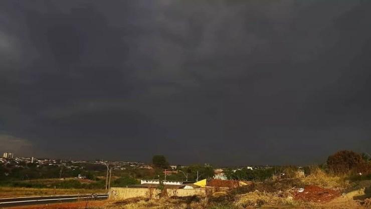 Bauru registrou pequena quantidade de chuva após 46 dias de estiagem  (Foto: Cesar Evaristo / TV TEM )
