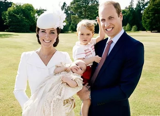Batizado da princesa Charlotte aconteceu no dia 5 de julho; foto é a primeira oficial da família completa (Foto: Reprodução/Instagram/Kensington Palace)