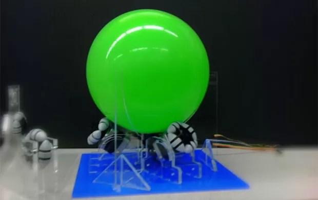 Esferas são direcionadas por três rotores elétricos (Foto: Divulgação)