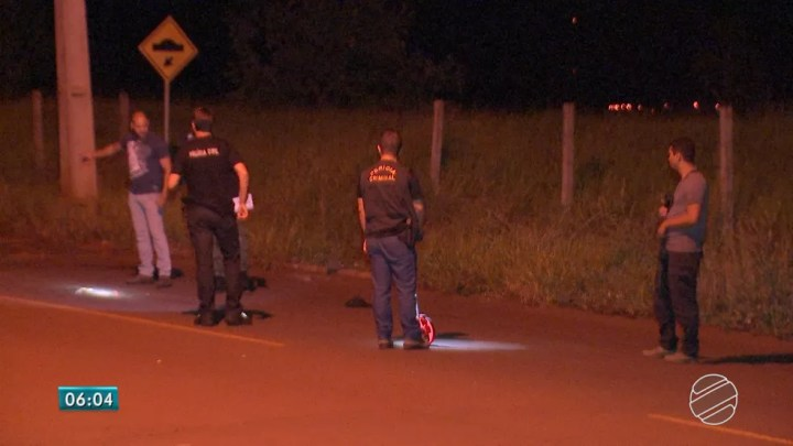 Perícia foi ao local do crime motivado por briga de cachorros (Foto: TV Morena/Reprodução)