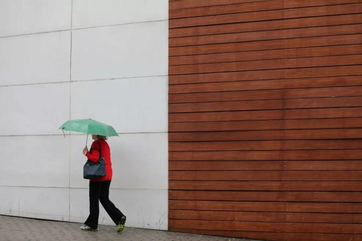 Após estiagem, chove na cidade de SP (Foto: Marcelo Brandt/G1)