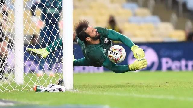 Muriel defende pênalti de Rafinha e garante Taça Rio para o Fluminense