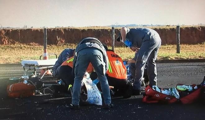 Vítima ficou em estado grave após colisão em avenida de Rio Preto  — Foto: Reprodução/TV TEM