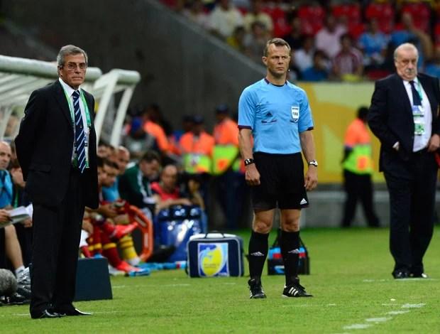 Oscar Tabarez e Vicente del Bosque (Foto: AFP)